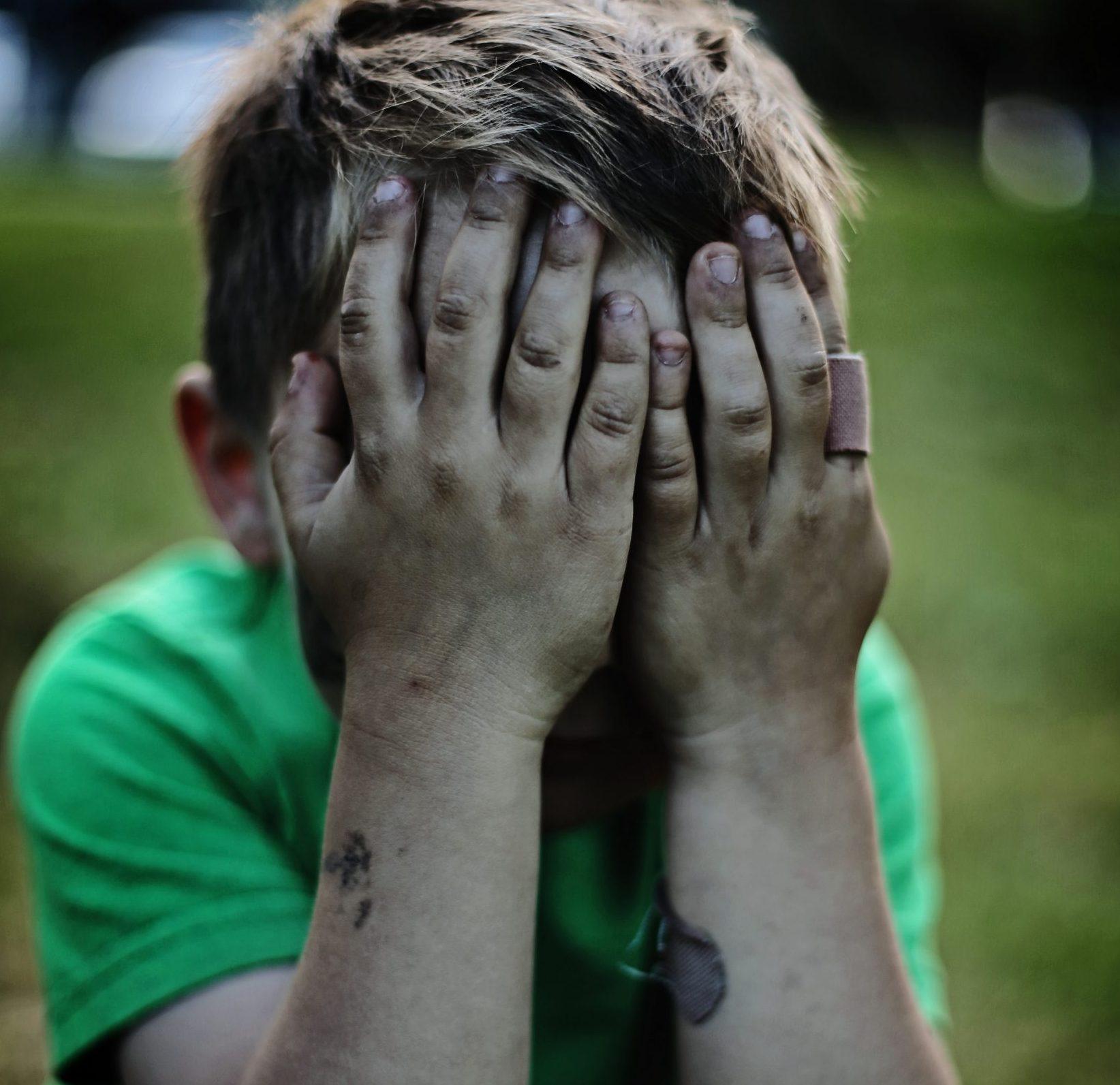 Kanadalaisäidin tapa rauhoittaa lastansa tunnekuohun jälkeen hellyyttää