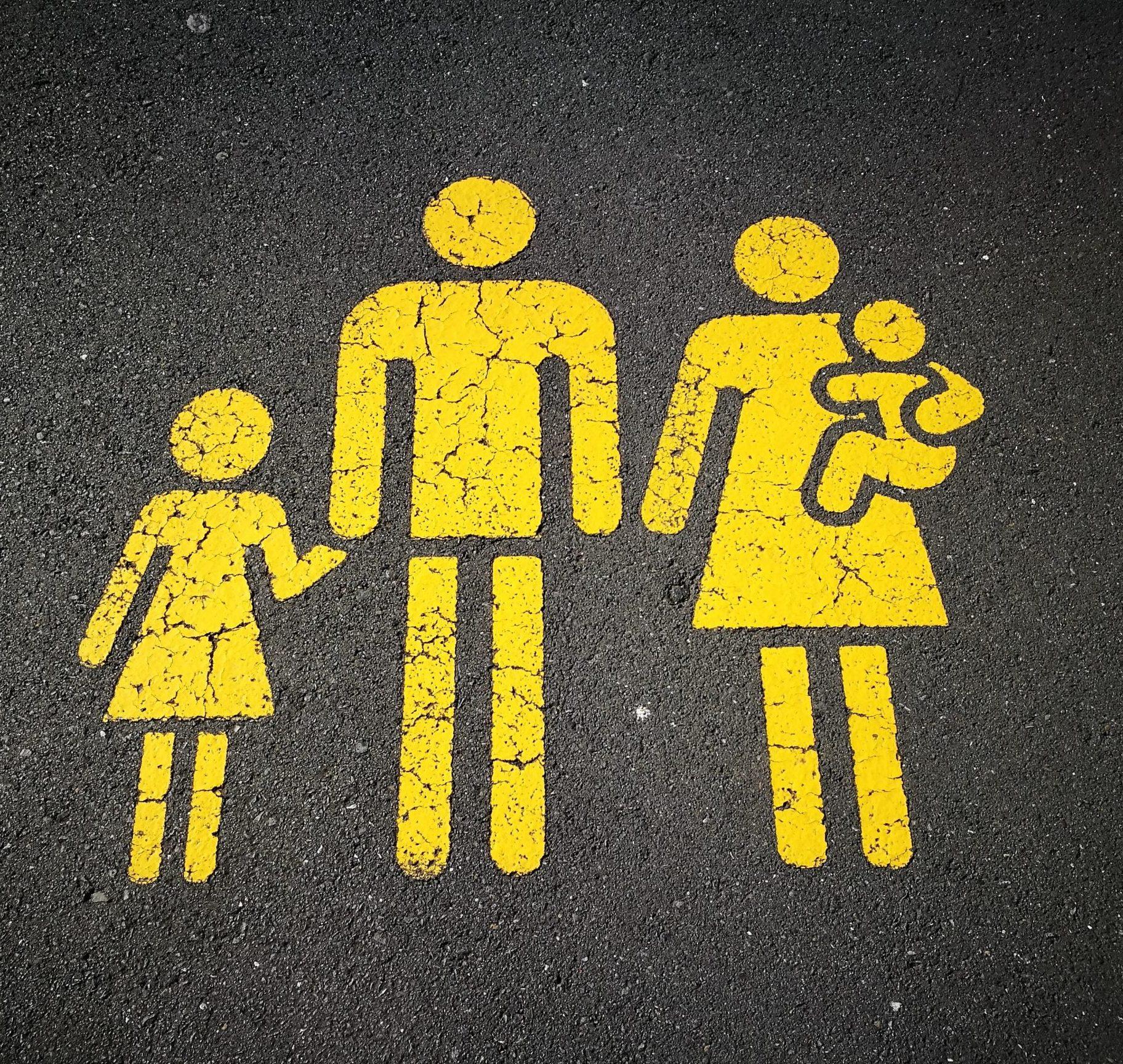 """Ruuhkavuosien vitsaus: """"Isän elämä on isän elämää, ja äidin elämä koko perheen elämää"""""""