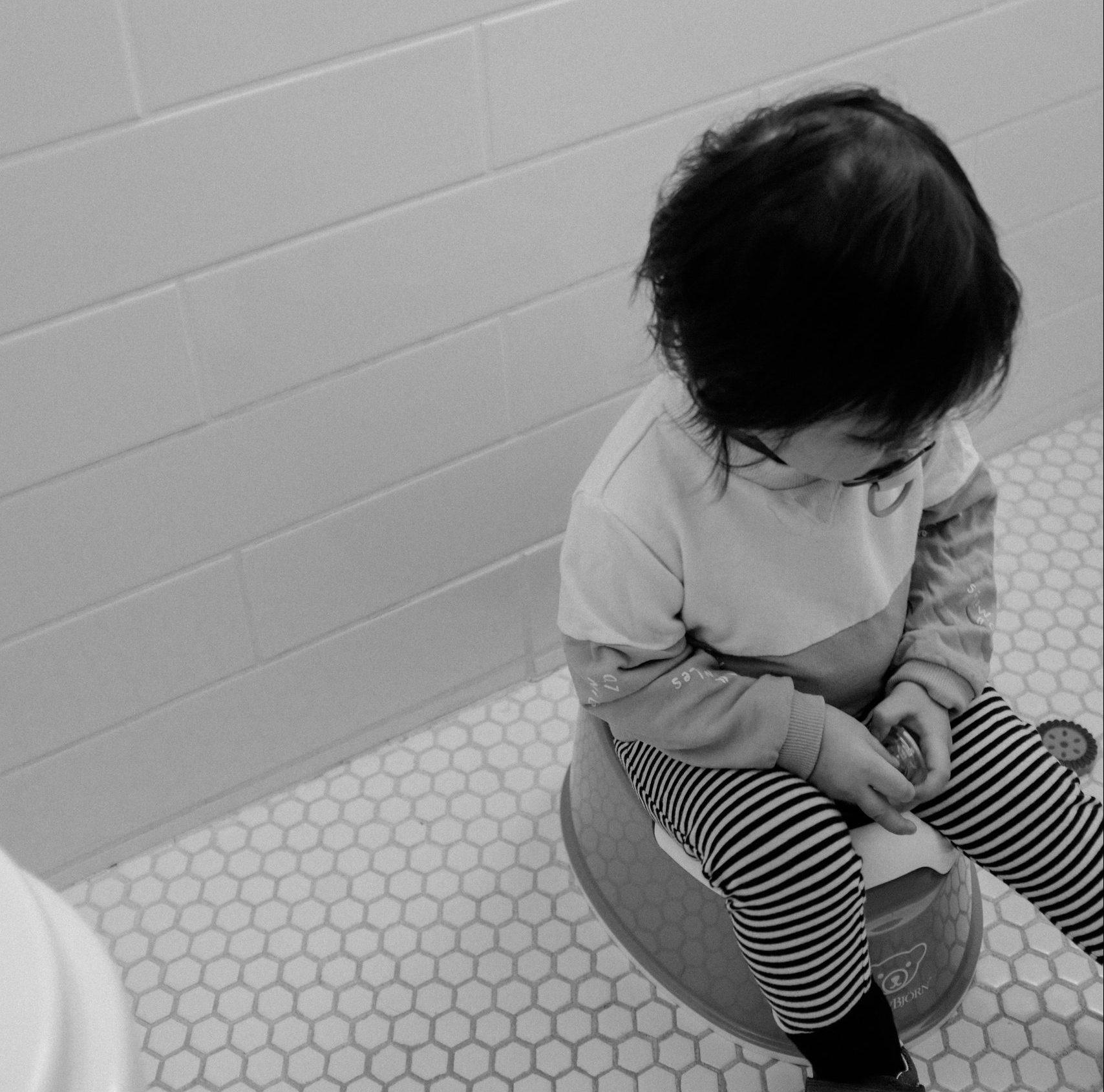 Eikö lapsesi suostu kakkaamaan ilman vaippaa? Näin opetat lapsen potalle ilman painostusta