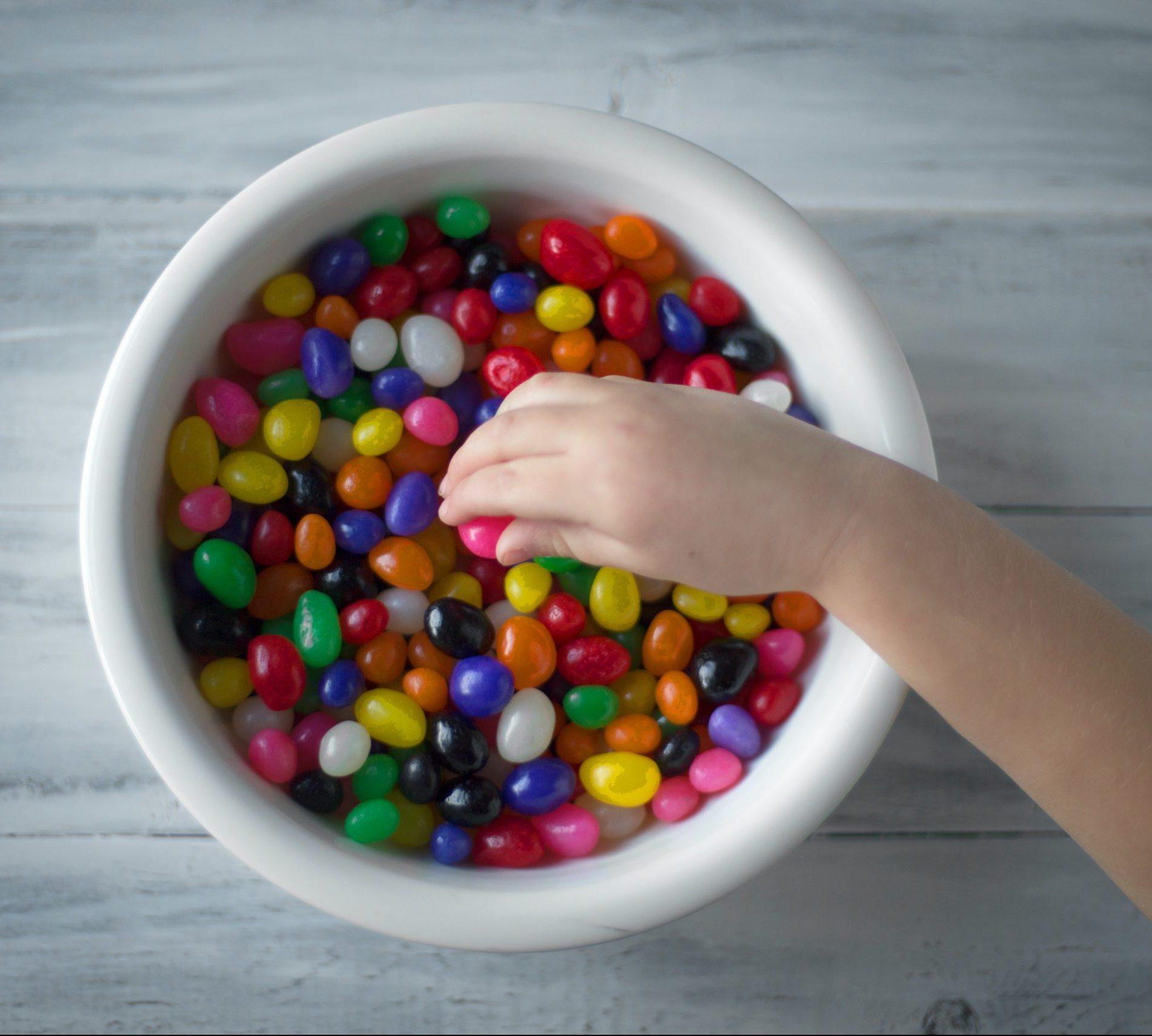"""""""Minun lapseni ei syö sokeria alle kolmevuotiaana"""" ja muita pyörrettyjä (kasvatus)päätöksiä"""