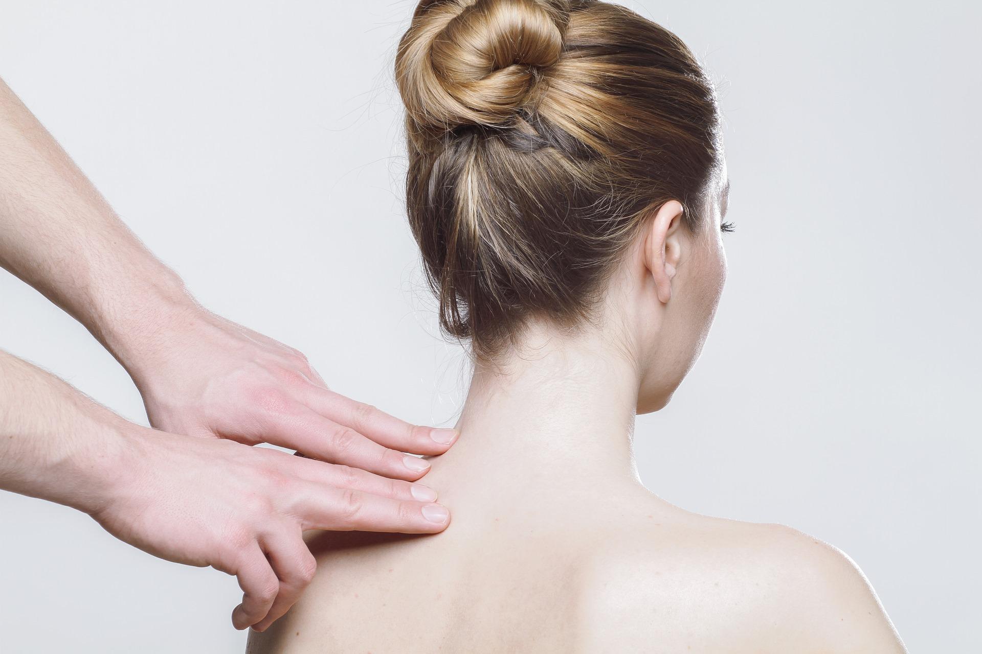 Onko vauvalla koliikkia,  sinulla raskausturvotusta tai työperäistä selkäsärkyä – Auttaisiko osteopatia? Kysy ammattilaiselta!