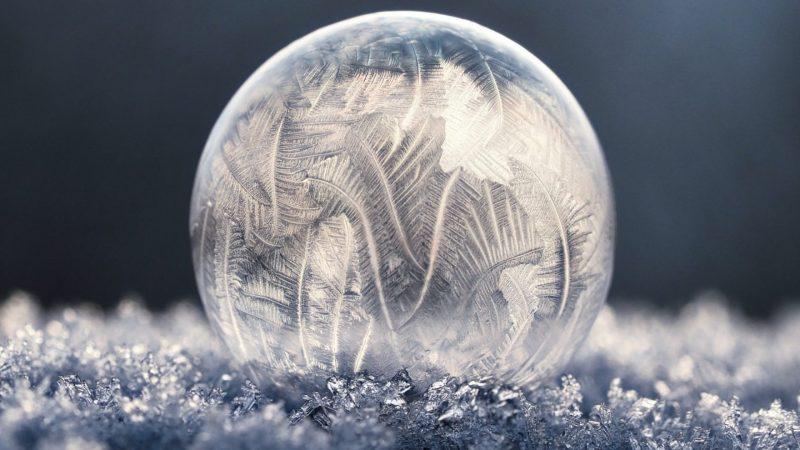 Kyllästyttääkö tavalliset lumipalloleikit? Kokeile näitä uudenlaisia talvipuuhia!