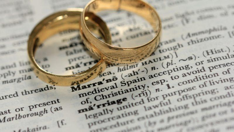 Pakollinen avioliittokurssi – Avioliiton pelastus