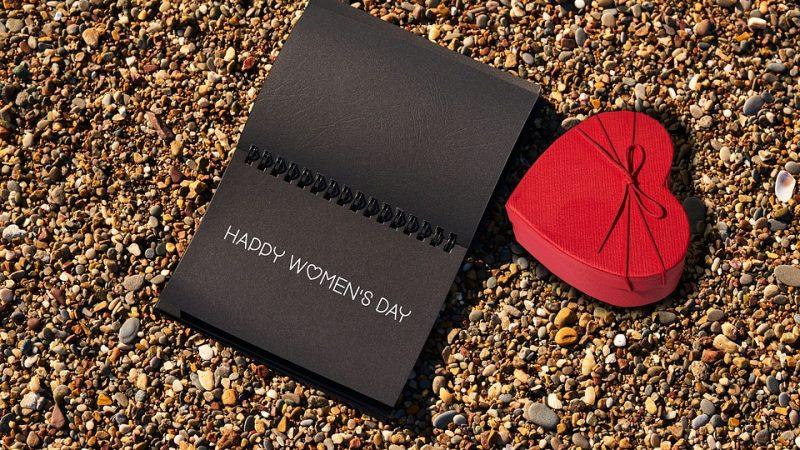 Naistenpäivää vietetään maanantaina 8.3 – Miten naista kannattaa ihan oikeasti muistaa?