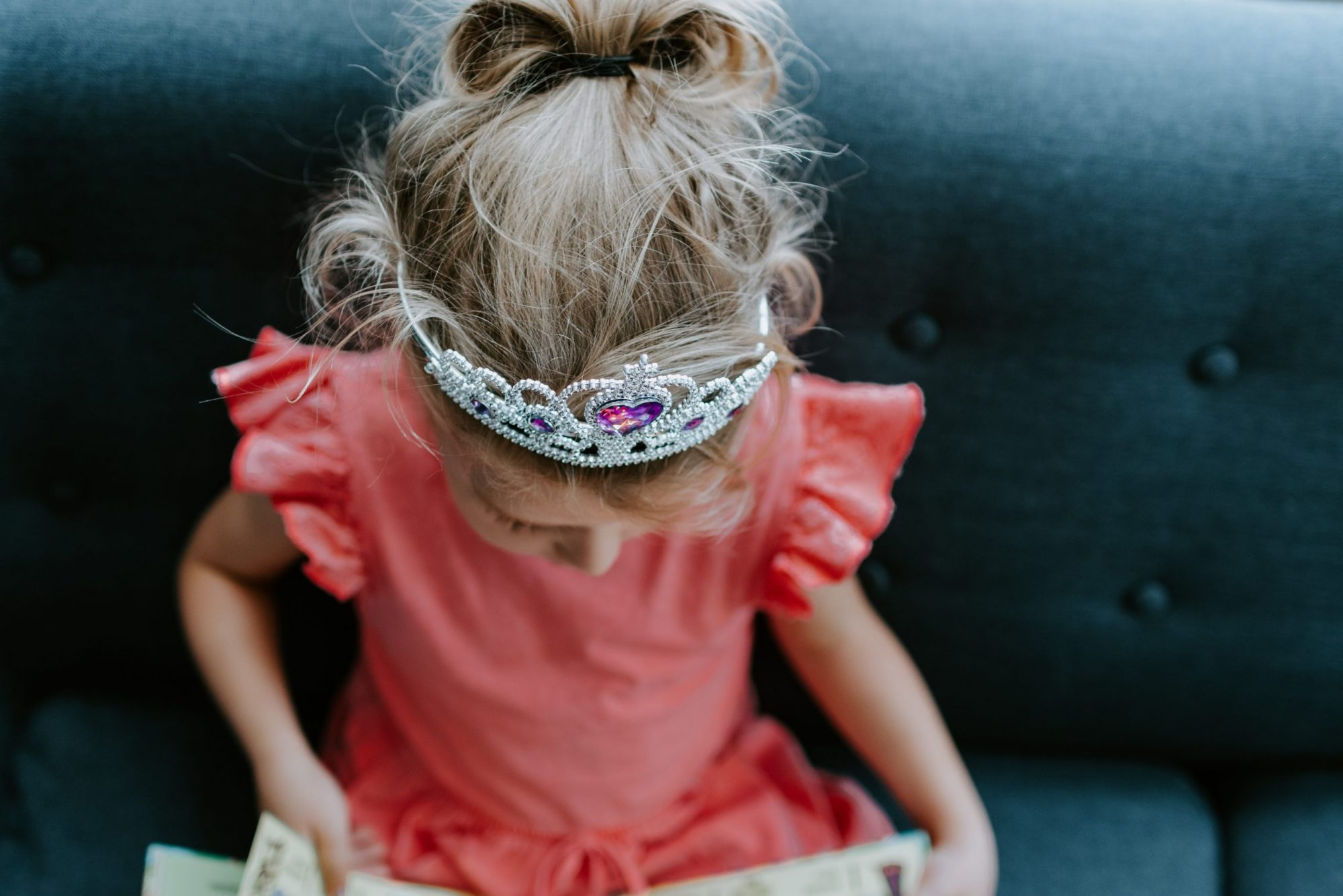 Lastenpsykiatrin mukaan lapsikin osaa käyttää valtaa- lapsi kahden kodin valtiaana