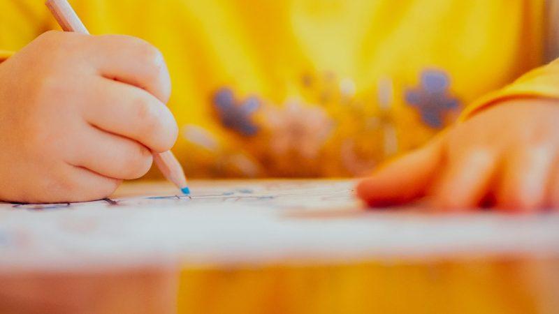 """Lasten piirrustukset: """"kuin avoin ikkuna lapsen mieleen""""."""