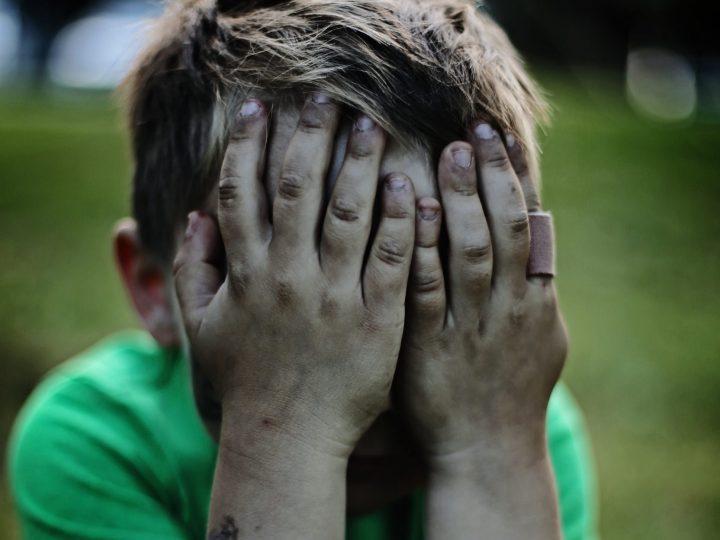 Lapsen myrkyllinen kaverisuhde: saako vanhempi puuttua lapsen ystävyyssuhteisiin?