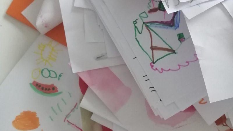 Ne päiväkodista tulleet miljoonat piirustukset – mitä niille kuuluu tehdä?!