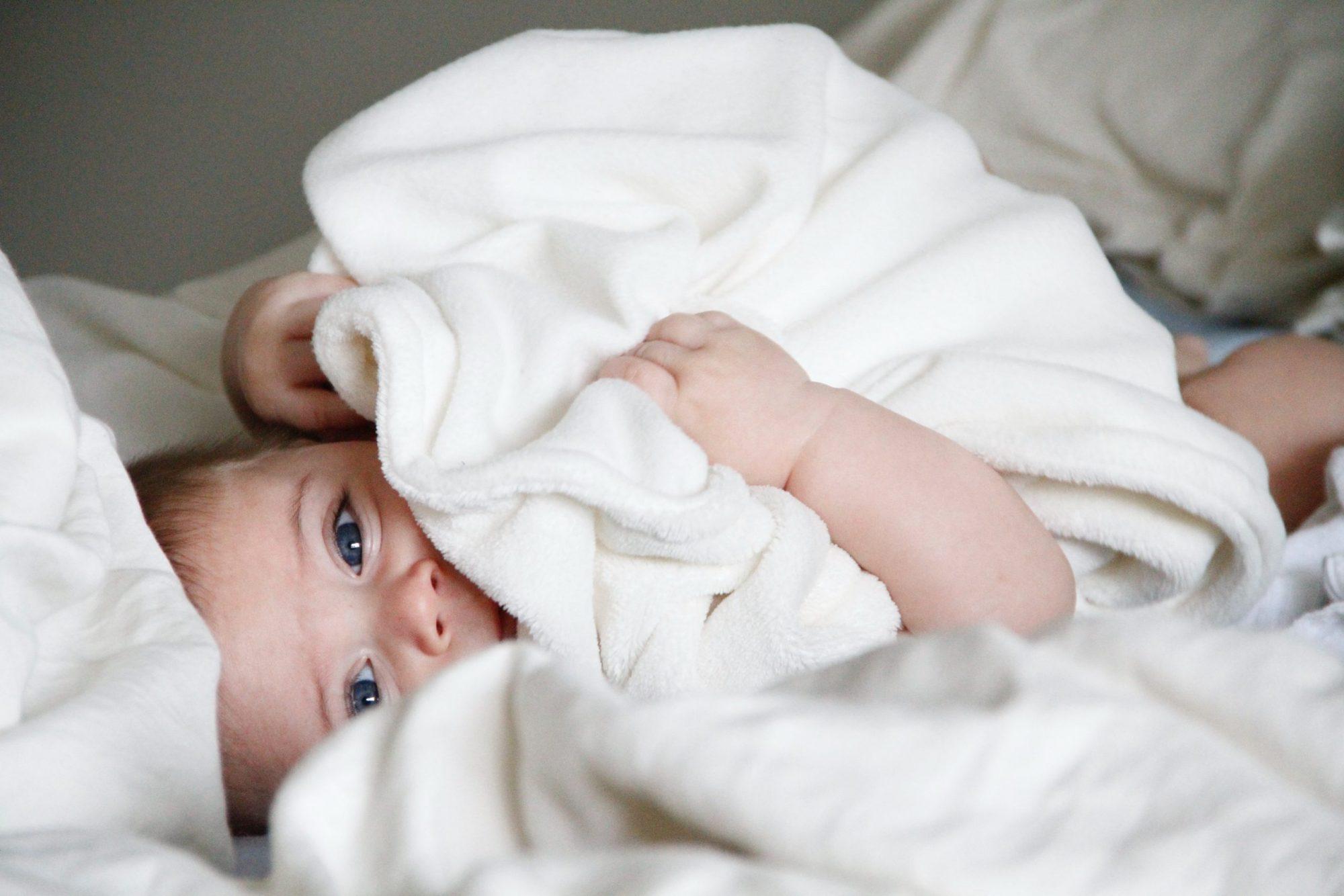 Lapsille annetaan yhä enemmän sukupuolineutraaleja nimiä: Eeri, Tuisku, Ruu, Ilo