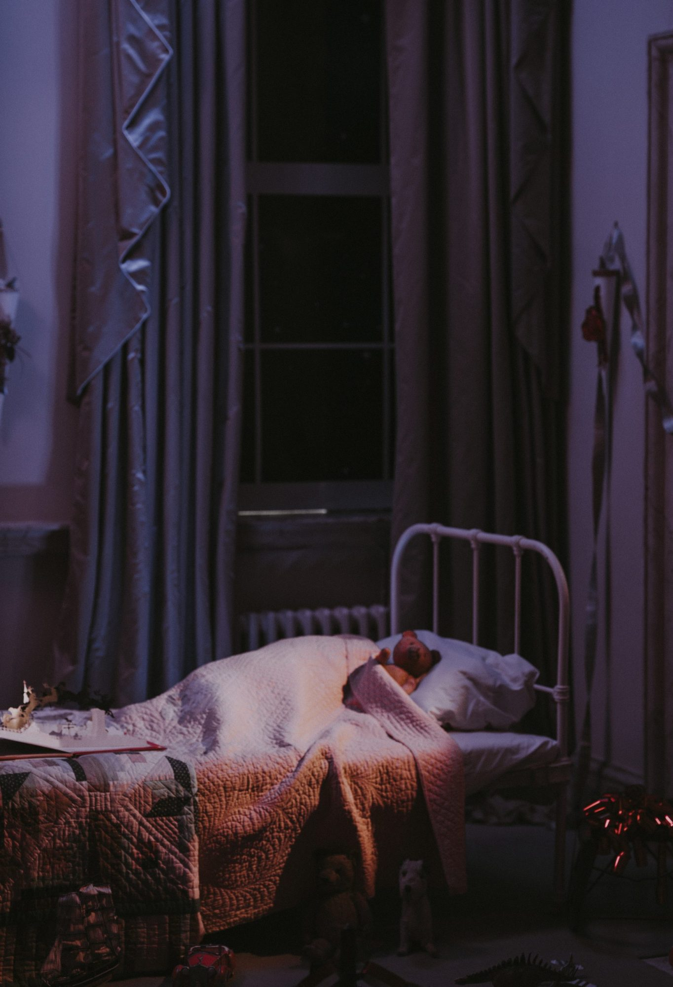 Pimeän pelko ja möröt lapsen sängyn alla: näin ne häädetään!