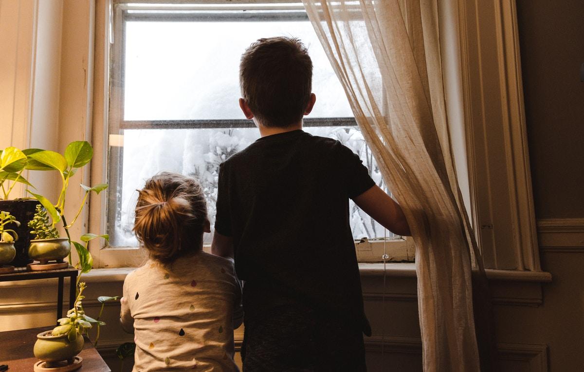 """Lapsen harvinainen sairaus varjosti lapsuutta – Vakavasti sairaan lapsen pikkusisko Auli: """"Veljeni toivoi kymmenenvuotiaana kuolemaa"""""""