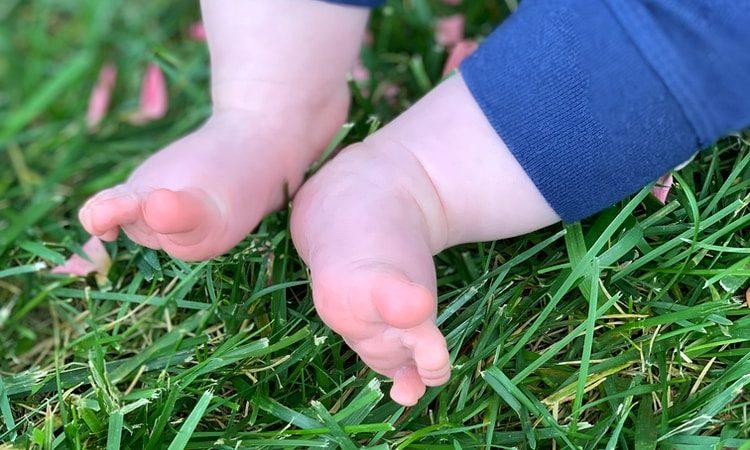 Tutkimus paljastaa: Paljasjaloin kävely suositeltavaa jo lapsuudesta lähtien