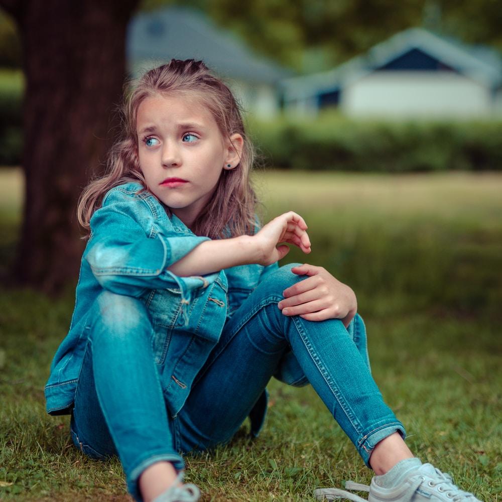 Miten lapselle kerrotaan erosta? Vinkit, joilla turvaat lapsen mieltä suuressa muutoksessa