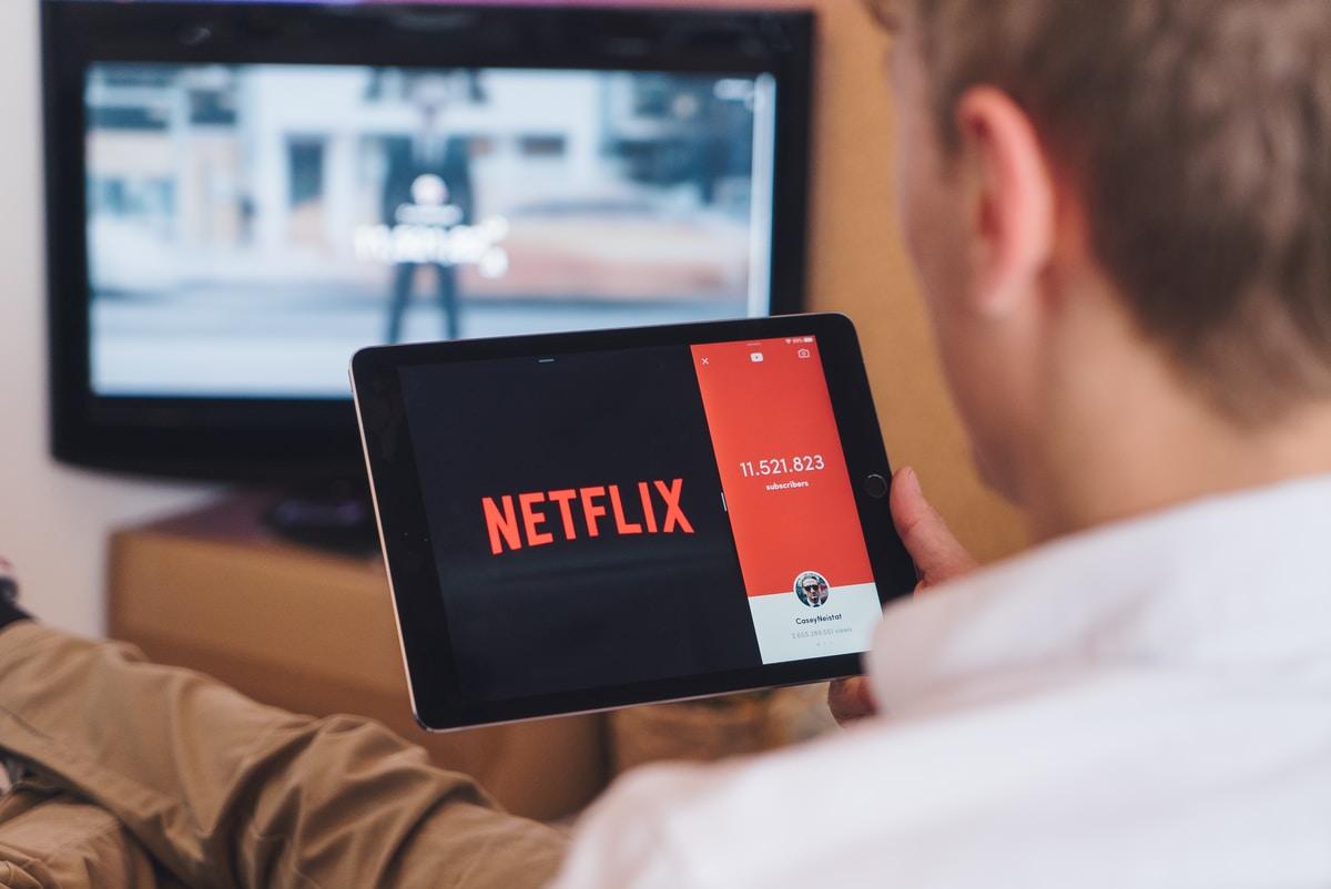 Uusi tutkimus: Netflix vähentää läheisyyttä parisuhteissa