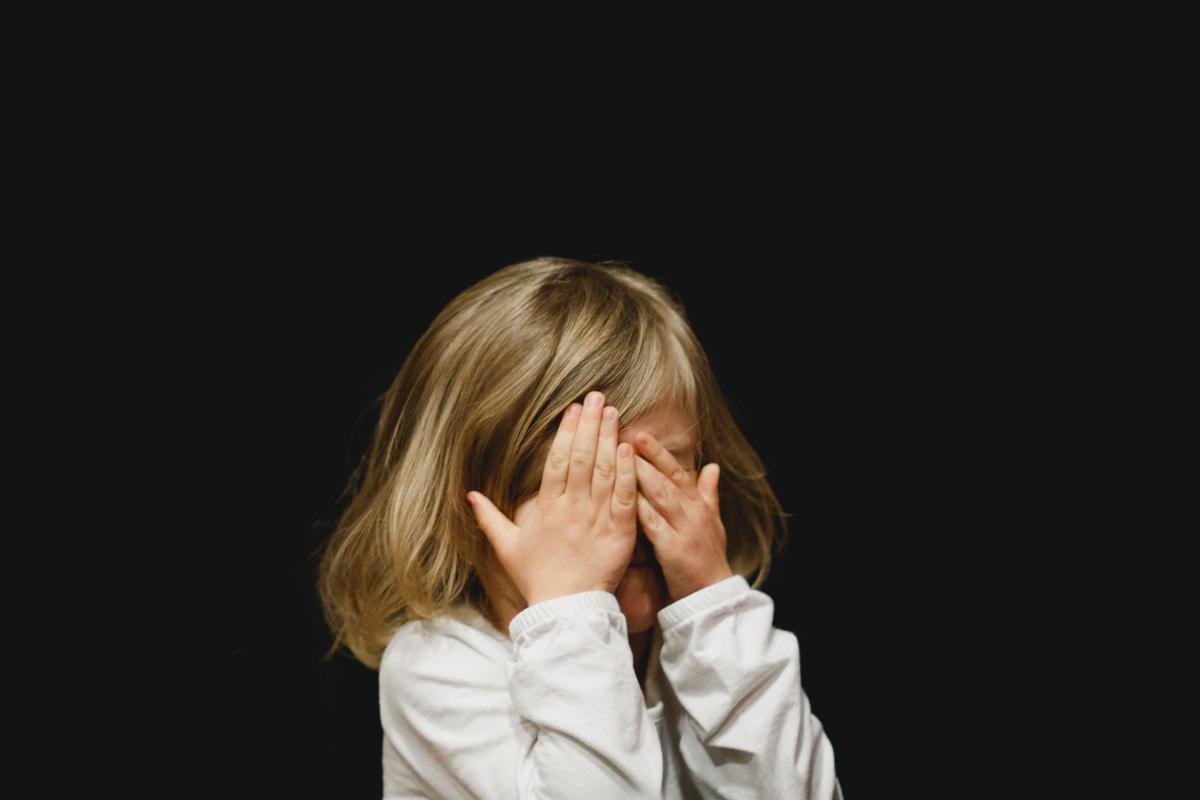 Lapsen yksityisyys loukattuna – pienen lapsen kuvat leviävät somessa julkisuudesta tutun vanhemman toimesta