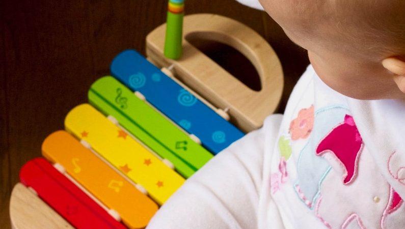 Näin musiikki vaikuttaa lapsen kehitykseen