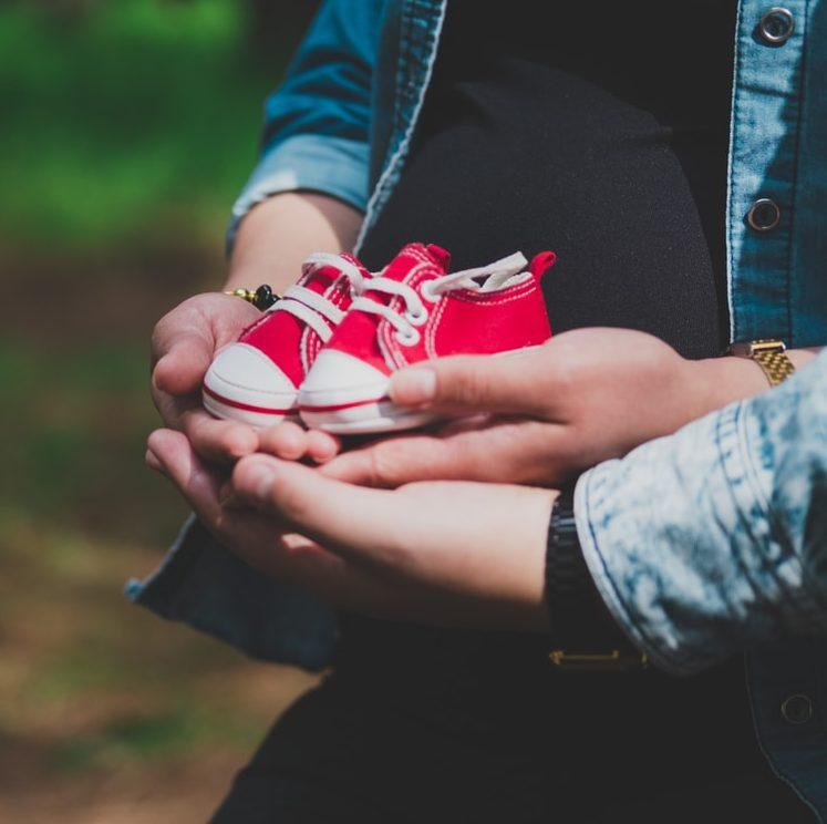"""Suurperheeseen 20 vauvaa vuoden sisällä: """"Lastenhoitotarvikkeisiin kuluu jopa 5.000 euroa viikossa."""""""