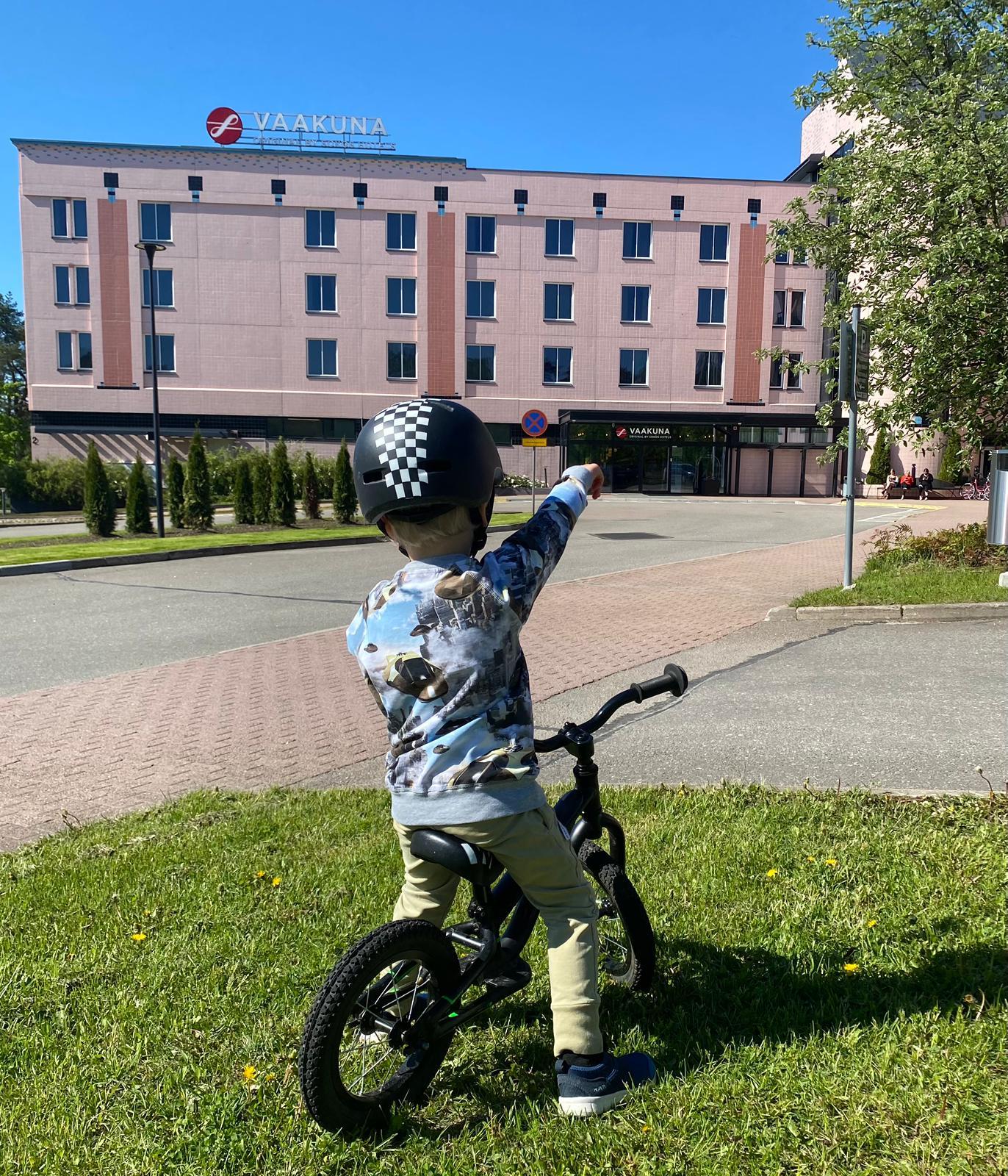 Suomen parasta palvelua pinkissä hotellissa