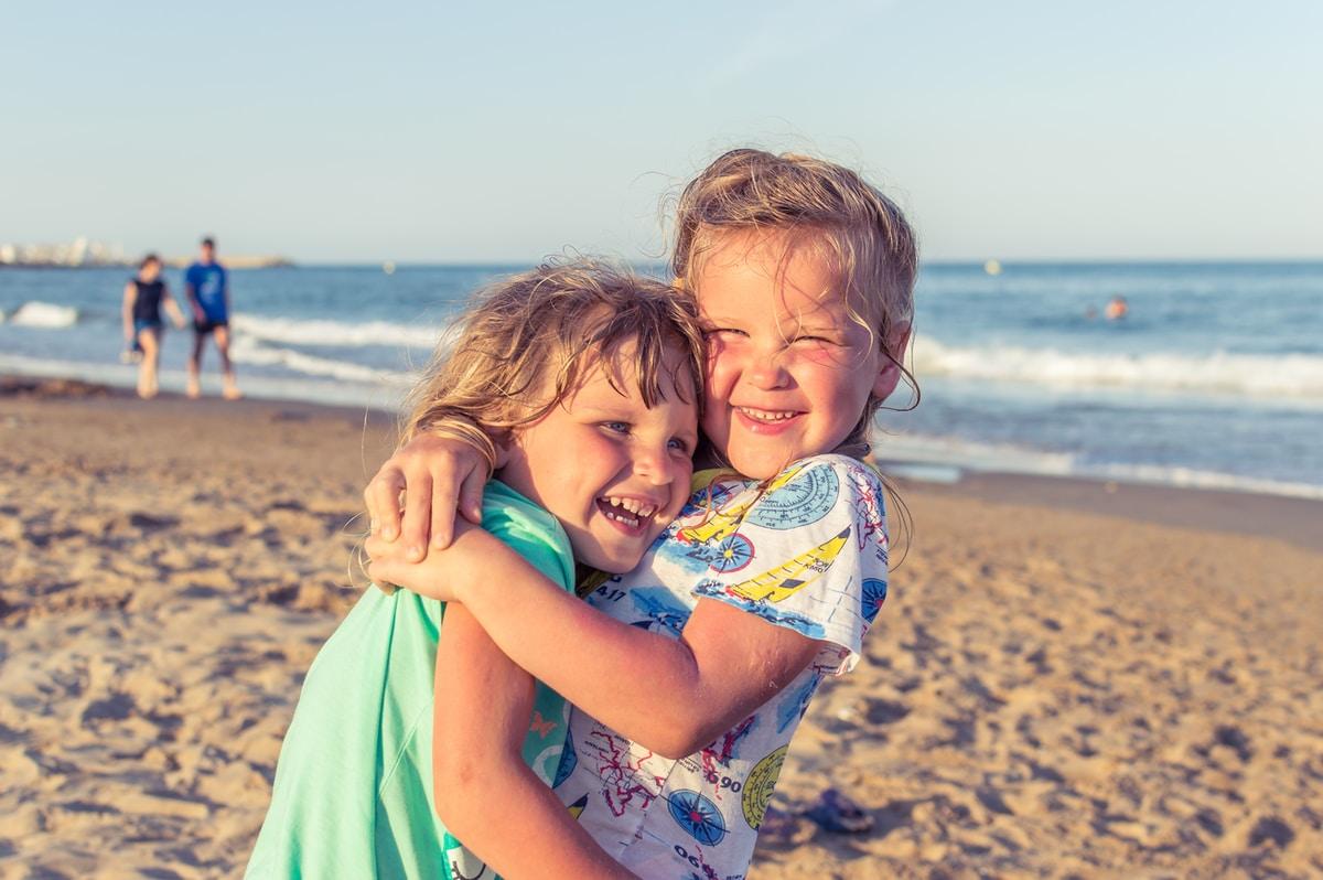 Positiivisen kasvatuksen luonut Tiia Trogen kertoo viisi asiaa, jotka vanhempien tulisi huomioida lastensa kanssa