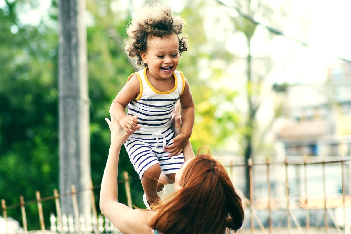 10 vinkkiä, joilla saat vauvasi nauramaan