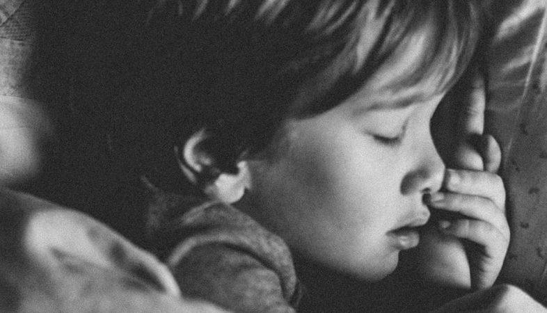 Lapsen uni: Mistä yölliset kauhukohtaukset johtuvat?