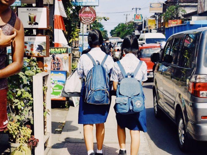 Liikennesäännöt haltuun ennen koulunalkua: vinkit turvallisempaan koulumatkaan